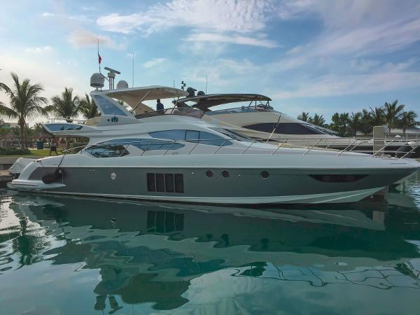 Azimut 64 Flybridge Profile