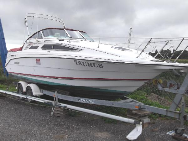 Rinker Fiesta Vee 260 (available)