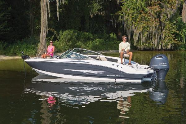 Chaparral H2O 21  Ski & Fish Outboard