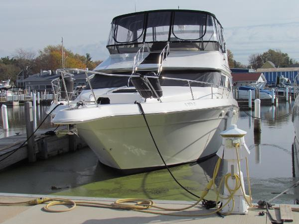Sea Ray 440 Express Bridge Dockside