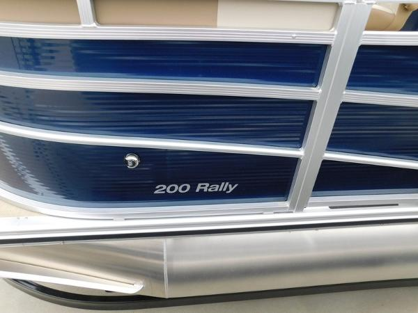 Crestliner 200 Rally FC