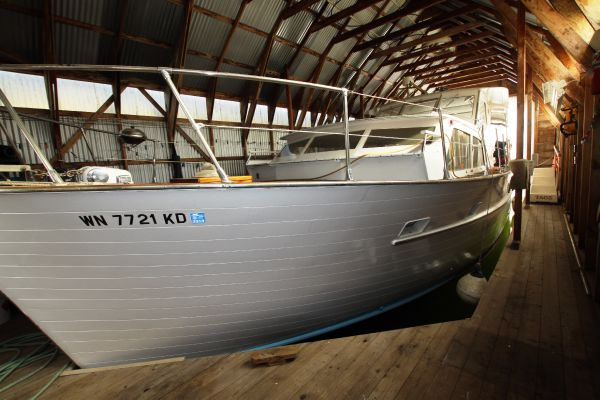 Matthews Sedan Cabin Cruiser Inside the boat house