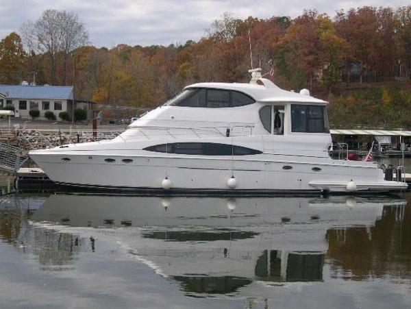 CARVER YACHTS 564 Cockpit Motor Yacht