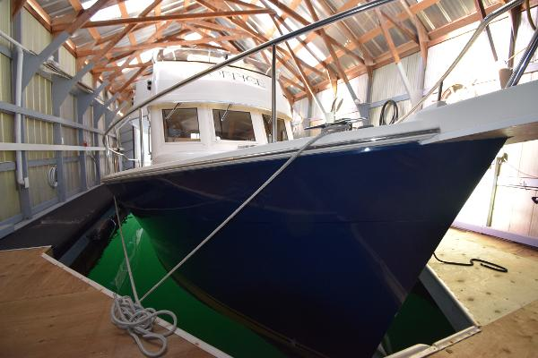 Mainship 34 Trawler Boat house kept