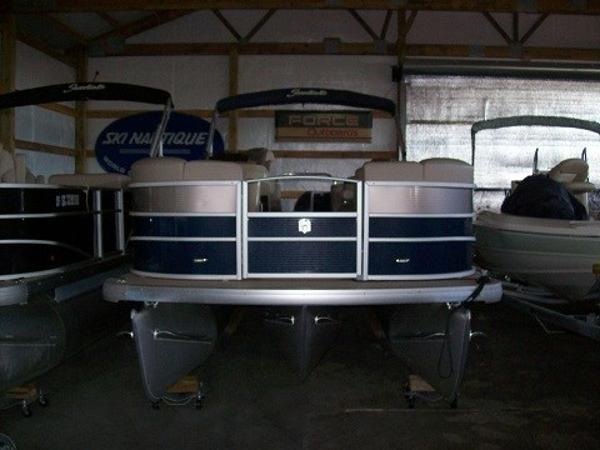 Godfrey Marine Sweetwater Premium Edition 220 SLC