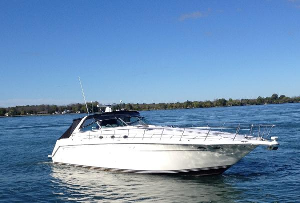 Sea Ray 500 Sundancer stbd bow