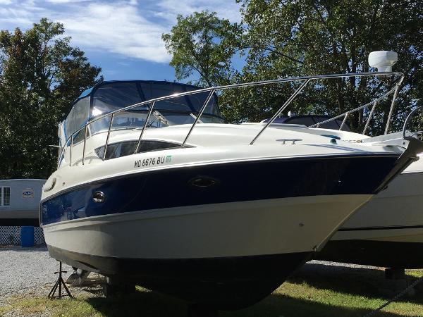 Bayliner 305 Starboard Bow
