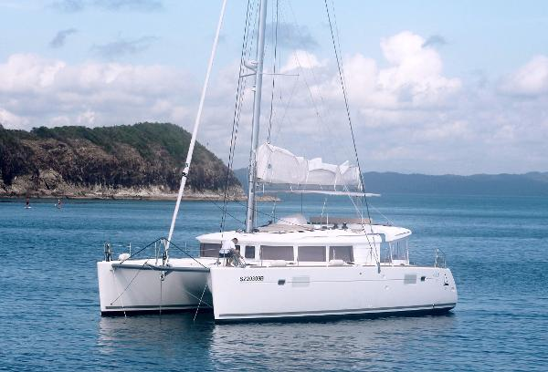 Lagoon 450 Lagoon 450 Fly Bridge Sailing Cat
