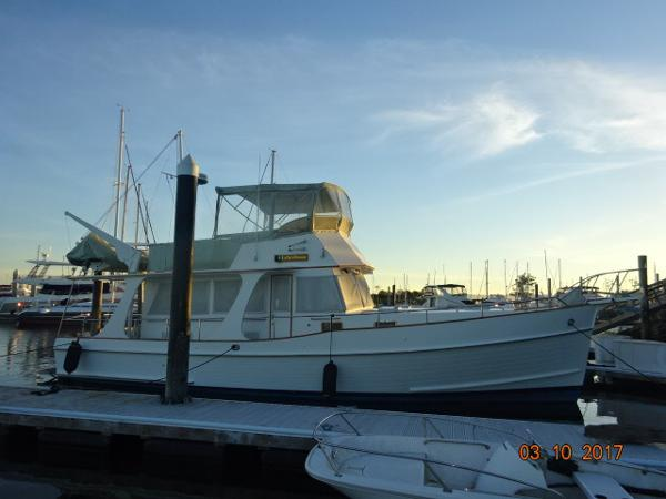 Grand Banks 42 Europa 42' Grand Banks starboard profile photo1