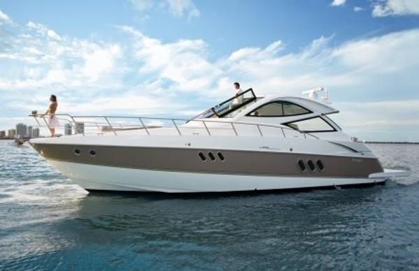 Cruisers Yachts 540 Sport Coupe Sistership