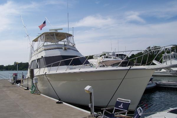 Egg Harbor Convertible Starboard Bow