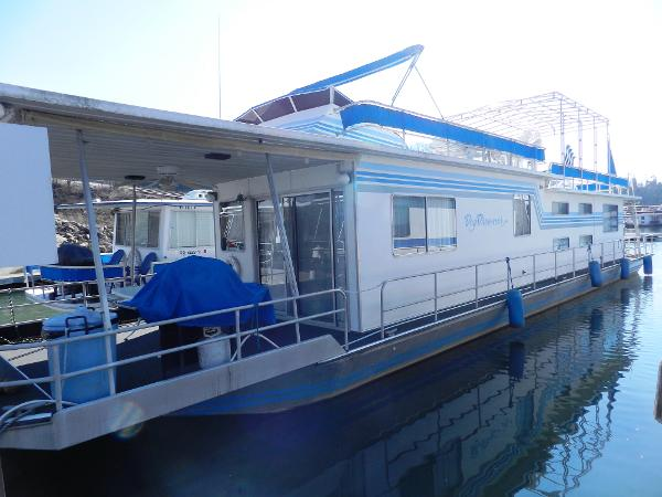 Sumerset 14' x 70' Houseboat Port side