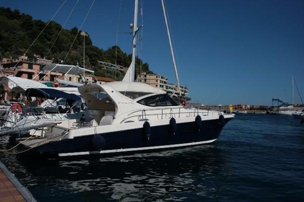 Cantieri Navali del Tirreno Cayman 43 WA