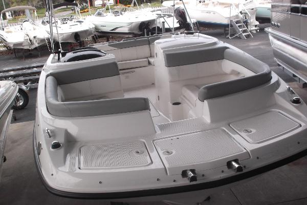 Bayliner 215 LUXURY DECK BOAT