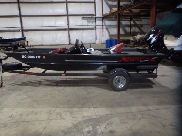 Alumaweld 17' XPRESS Bass Boat