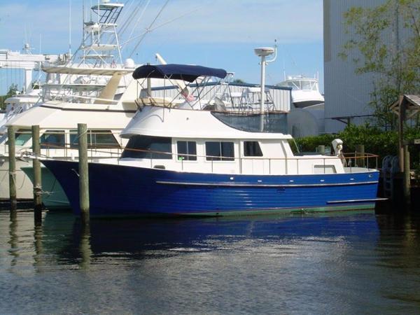Albin Yachts Flybridge Profile