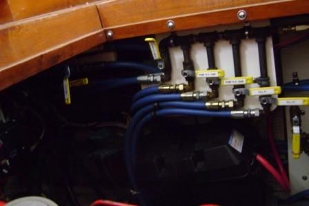 Fuel manifold.