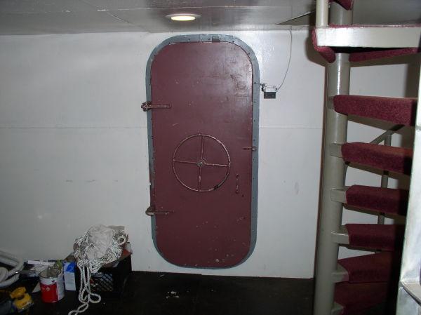 Watertight door