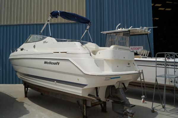 Wellcraft 2600 Martinique 2001 WELLCRAFT 2600 MARTINIQUE PROFILE