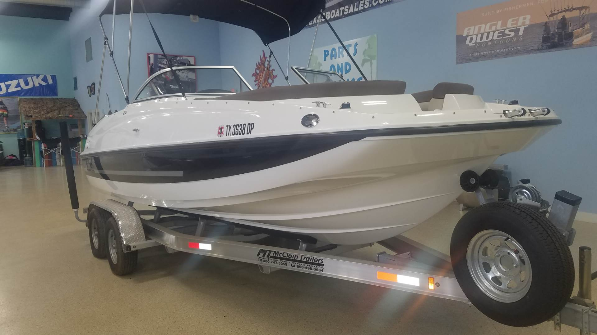 Bayliner 210 Deck Boat