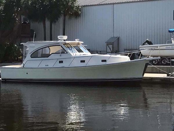 Mainship 34 Rum Runner II Starboard Profile