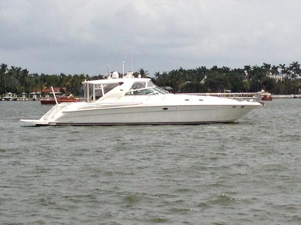 Sea Ray 600 CUSTOM Super Sunsport Stbd side