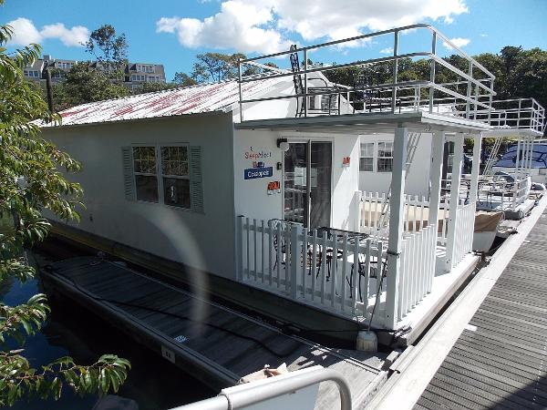 Aqualodge Cassiopeia Houseboat Catamaran Cruisers