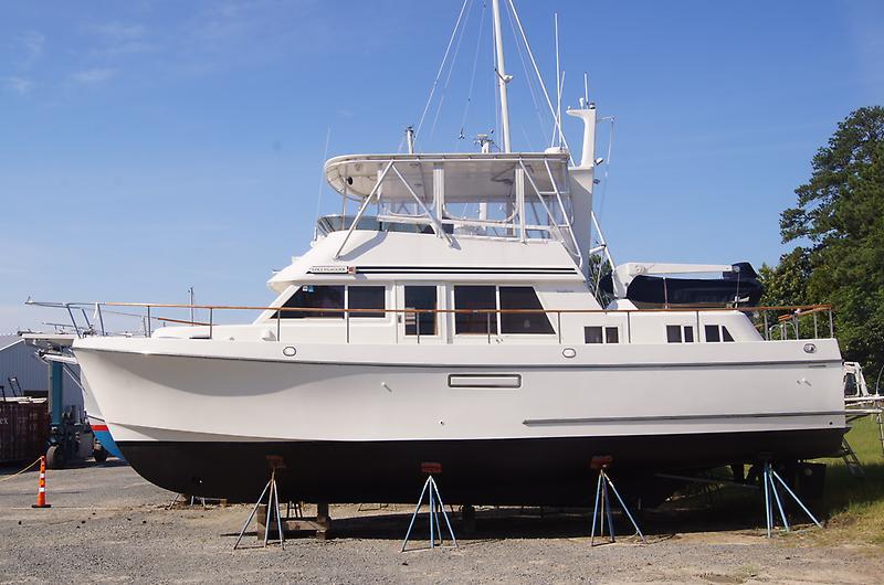 Ocean Alexander 423 Classicco Port side bow.JPG