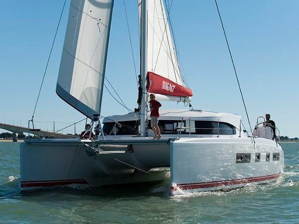 Nautitech 442 Hull
