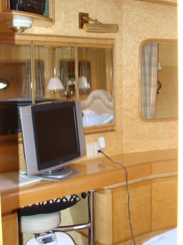 VIP Stateroom vanity