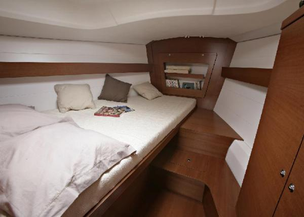 Dufour 380 GL - Forward double cabin
