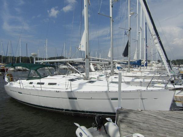 Beneteau 373 Exterior Starboard Side View