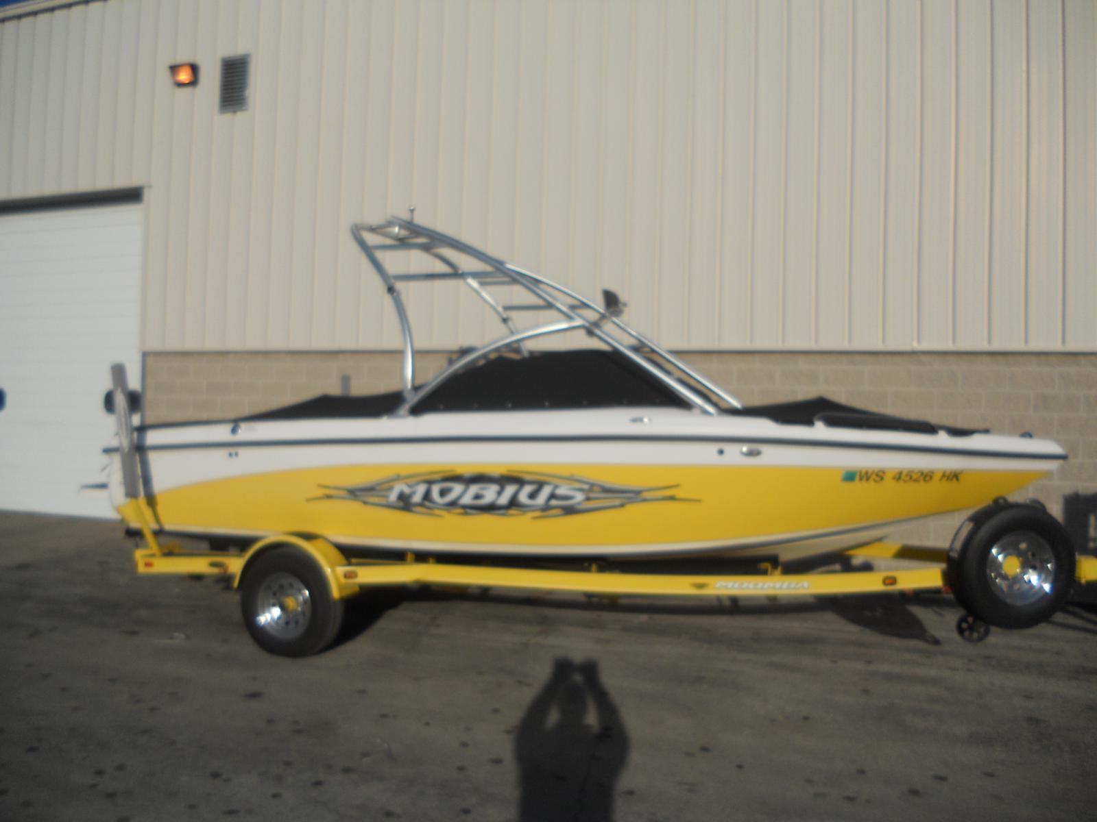 Moomba Ski / Wakeboarding Tow Boat Mobius LSV