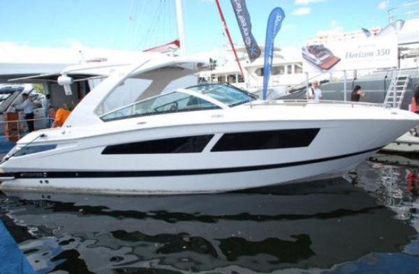 Four Winns H350 Boat