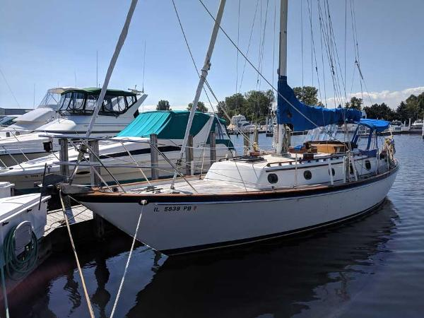 Pacific Seacraft Crealock 37