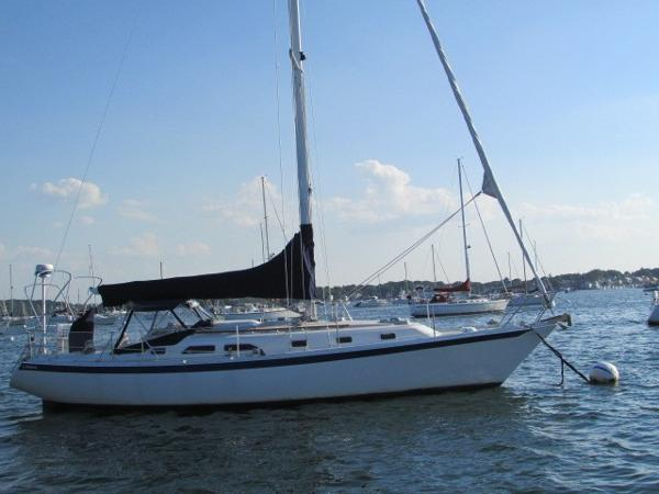 Ericson 38-200 starboard