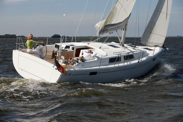 Hanse 385 Manufacturer Provided Image: Hanse 385 Exterior Running Shot