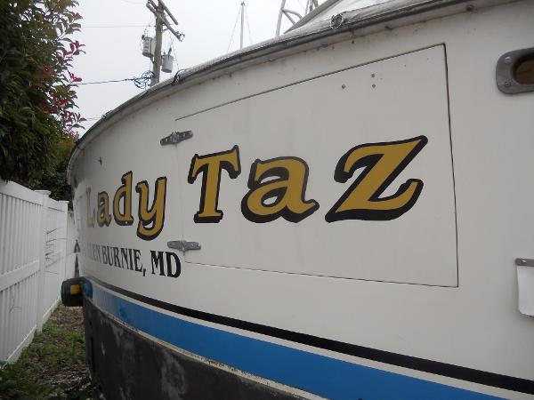 46 Post sportfish/convertible Gold leaf name on transom