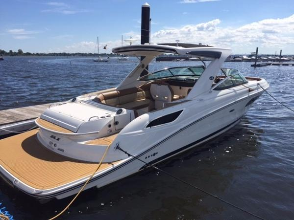 Sea Ray 350 SLX Starboard Aft