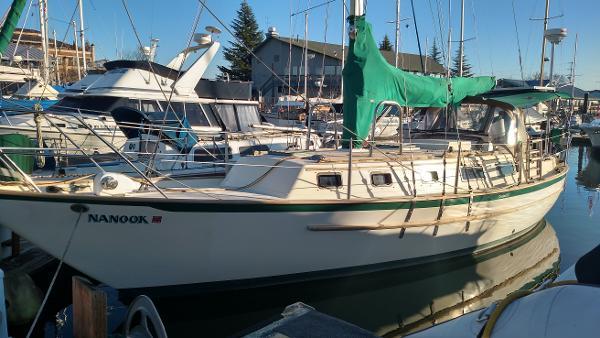 Pacific Seacraft Crealock 37 Port profile