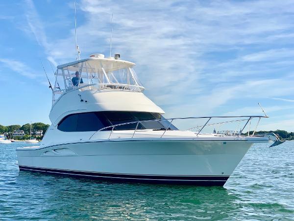 Riviera 40 Flybridge Starboard Bow