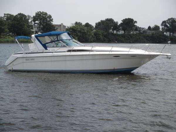 Sea Ray 350 Sundancer Starboard View