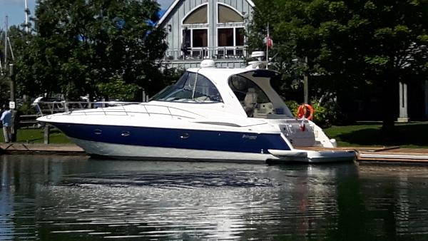 Cruisers Yachts 440 Express Profile