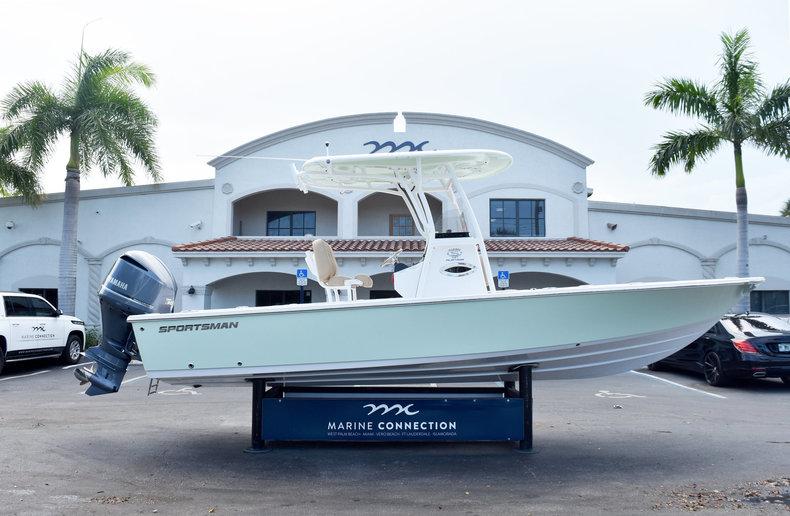 Sportsman Masters 247 Bay Boat