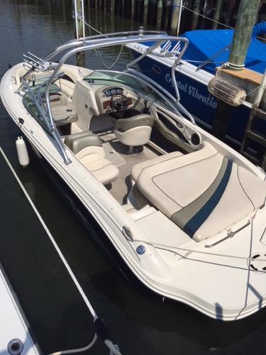 Sea Ray 220 Bow Rider