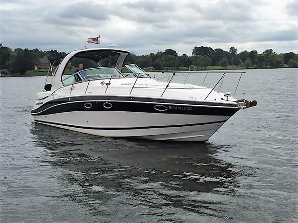 Four Winns 358 Vista Starboard Bow