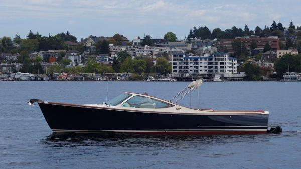 Hinckley 29 TALARIA BEAUTIFUL PROFILE