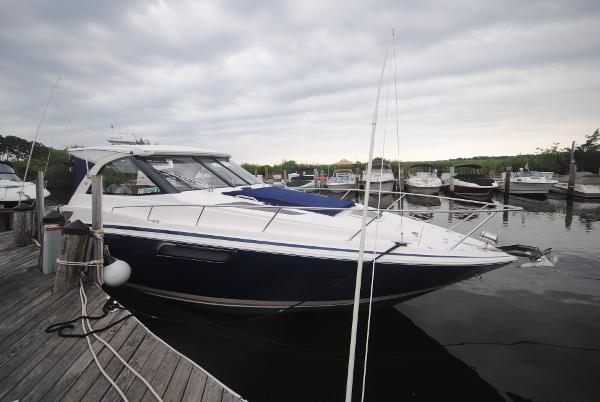 Regal 35 Sport Coupe Starboard View