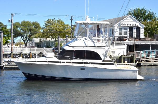 Bertram 33 Cruiser Port Side