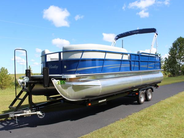 Bentley Pontoons 240 CRUISE SE - 140hp